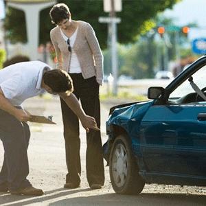 car-insurance-claim-woment-asuransi-mobil