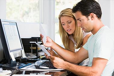 family-financial_crisis_mom_and_dad Krisis Keuangan Keluarga