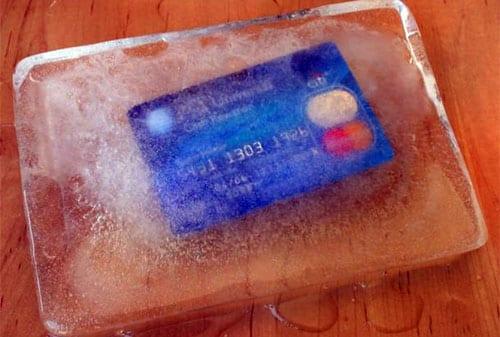 5 Alasan Mengapa Anda Harus Menggunting Kartu Kredit - Bekukan Kartu Kredit Anda - Perencana Keuangan Independen Finansialku