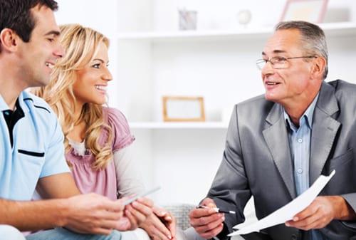 Berdiskusi dengan Agen Asuransi - Perencana Keuangan Independen Finansialku