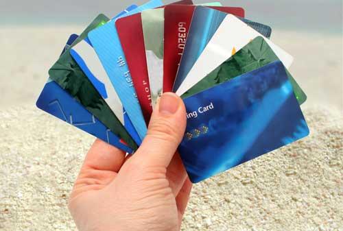 Apakah Benar, Liburan dengan Kartu Kredit?