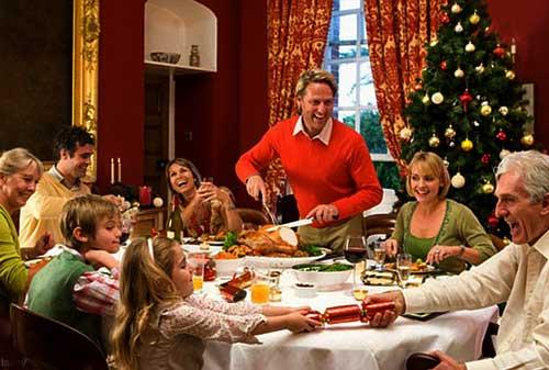 Tips Cara Hemat Acara Makan Malam Natal - Perencana Keuangan Independen Finansialku