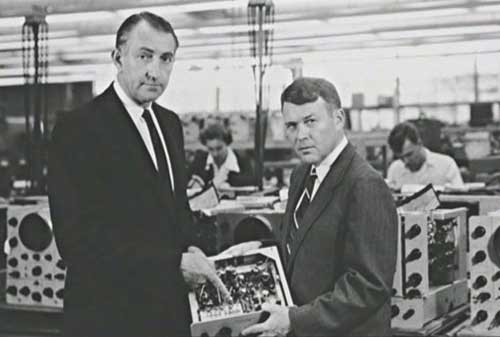 7 Pebisnis Sukses yang Memulai dari Garasi - Bill Hewlett dan Dave Packard – Hewlett Packard - Finansialku