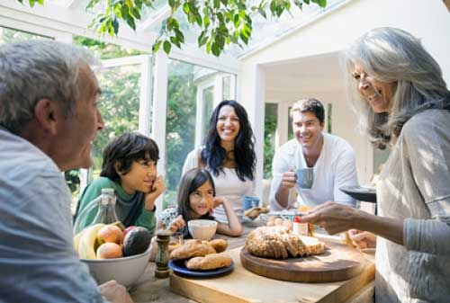 Cara Anak Membantu Keuangan Orang Tua - Perencana Keuangan Independen Finansialku