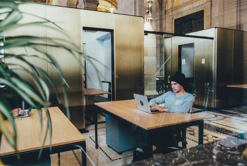 coworking-space-solusi-tempat-kerja-untuk-pebisnis-pemula-finansialku