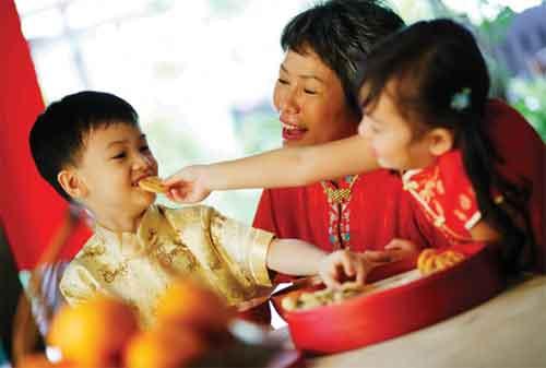 Moms, Ajarkan Anak Cara Mengurus Uang Angpao Imlek dengan Cara Ini 2 - Finansialku