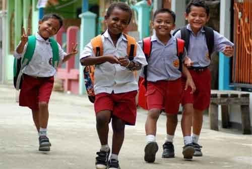 Moms, Lebih Baik Siapkan Uang Masuk Sekolah Anak, Daripada Harus Utang KTA 1 - Finansialku