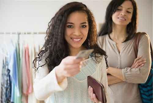 Moms, Ini 8 Kesalahan yang Harus Dihindari saat Pakai Kartu Kredit 02 - Finansialku