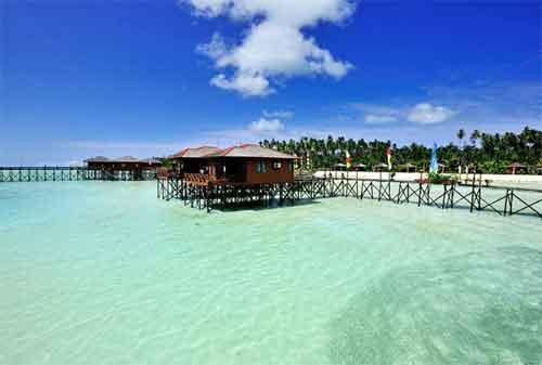 Asyiknya, Liburan ke Pulau Derawan nan Menawan 01 - Finansialku