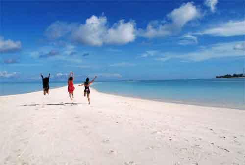 Asyiknya, Liburan ke Pulau Derawan nan Menawan 08 - Finansialku