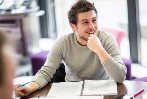 Kuliah Kelas Karyawan Ini Cara Mengatasi Kesulitan Kuliah Sambil Kerja 02 - Finansialku