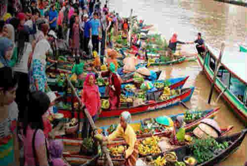 5 Pasar Terapung Paling Bagus di Dunia Ada Indonesia Juga Lho 02- Finansialku