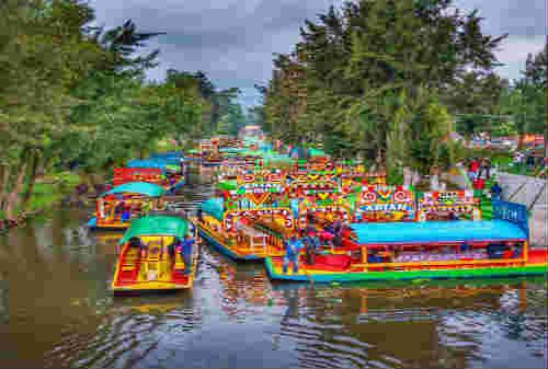 5 Pasar Terapung Paling Bagus di Dunia Ada Indonesia Juga Lho 05- Finansialku