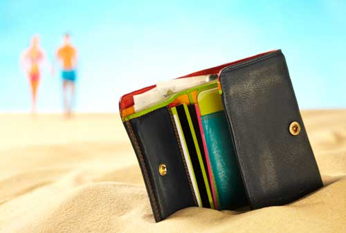 7 Cara Menyimpan Uang yang Aman Saat Berlibur ke Luar Negeri 01 - Finansialku