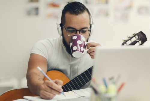 Pekerja Freelance Ikuti 8 Cara Meningkatkan Produktivitas dan Tips Kerja 02 - Finansialku