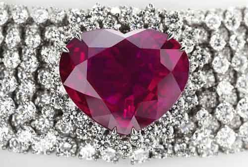 Mata Anda Akan Terpukau Dengan 5 Perhiasan Termahal Ini