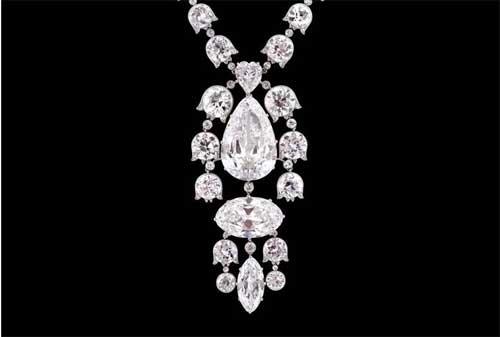 Perhiasan Termahal dan Termewah di Dunia, termasuk Gelang Emas 11 - Finansialku