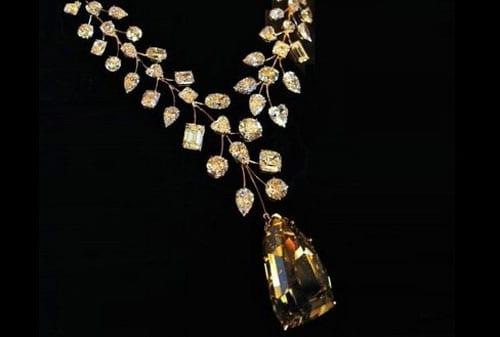 Perhiasan Termahal dan Termewah di Dunia, termasuk Gelang Emas 19 - Finansialku