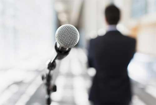 Bagaimana Cara Berbicara di Depan Umum Begini Tips untuk Para Karyawan agar Jago Bicara dan Presentasi 01 - Finansialku