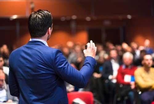 Bagaimana Cara Berbicara di Depan Umum Begini Tips untuk Para Karyawan agar Jago Bicara dan Presentasi 02 - Finansialku