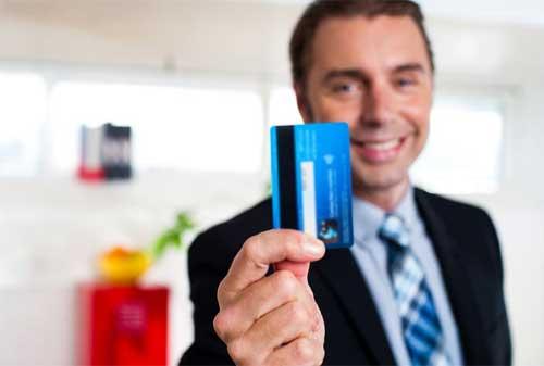 Slide Do's and Don'ts Penggunaan Kartu Kredit yang Benar 02 - Finansialku