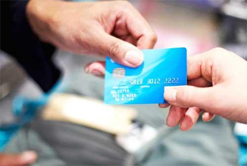 Cek Dulu Kondisi Ini Sebelum Anda Ganti Kartu Kredit 01 - Finansialku
