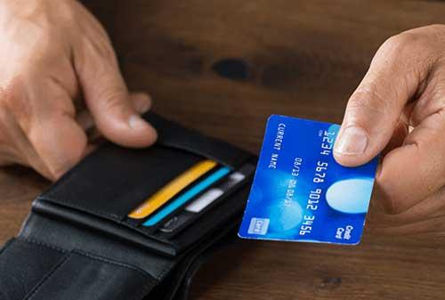 Cek Dulu Kondisi Ini Sebelum Anda Ganti Kartu Kredit 02 - Finansialku