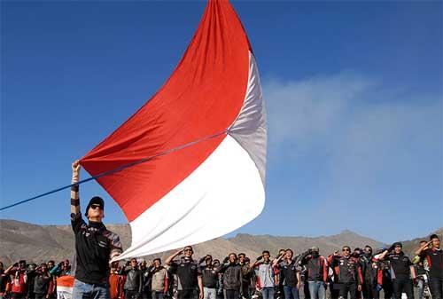 Pengibaran Bendera Merah Putih Anti Mainstream di Indonesia, Lihat yang Kedua! 01 - Finansialku