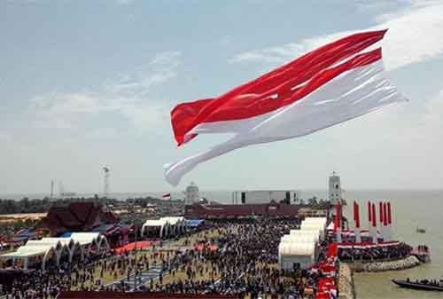 Pengibaran Bendera Merah Putih Anti Mainstream di Indonesia, Lihat yang Kedua! 02 - Finansialku