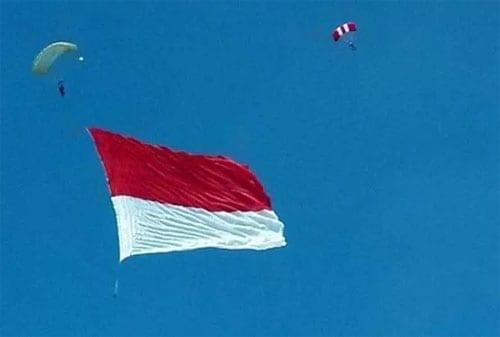 Pengibaran Bendera Merah Putih Anti Mainstream di Indonesia, Lihat yang Kedua! 03 - Finansialku