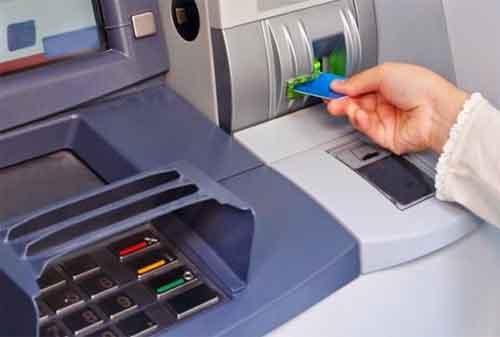 3 Hal Yang Harus Dilakukan Ketika Kartu ATM Tertelan 01 - Finansialku]