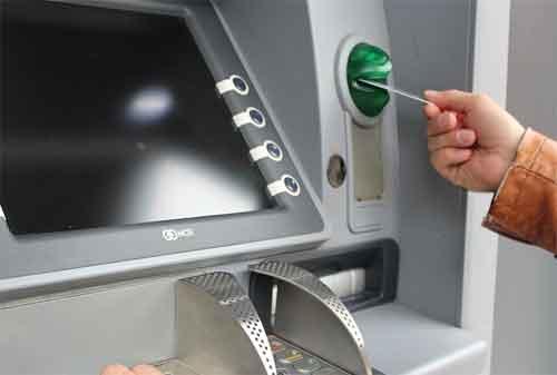 3 Hal Yang Harus Dilakukan Ketika Kartu ATM Tertelan 02 - Finansialku]