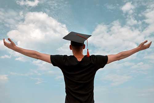 Fresh Graduate Gaji UMR Jakarta, Bagaimana Cara Mengatur Keuangannya 01 - Finansialku