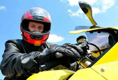 Apakah Pengendara Motor Perlu Memiliki Asuransi Kecelakaan Diri 01 - Finansialku