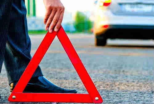 Bagaimana Cara Mengatasi Mobil Mogok Di Tengah Jalan 01 - Finansialku