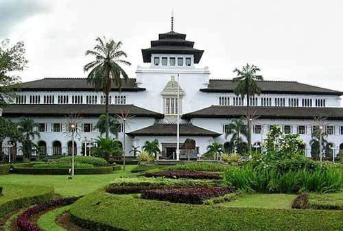 Wisata-Bandung-19.-Gedung-Sate