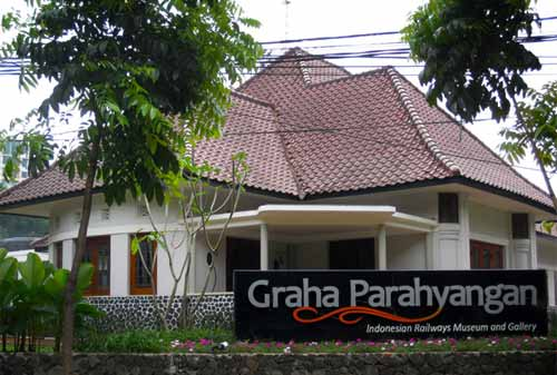 Wisata Bandung 7. Museum Kereta Api Graha Parahyangan - Museum Paling Unik di Bandung Alternatif Liburan Seru