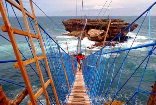 198-Wisata-Jogja-09.-Jembatan-Pantai-Timang