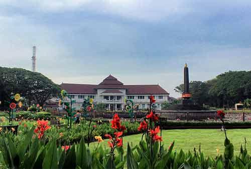 60-Wisata-Malang-22.-Alun-Alun-Tugu-Balaikota