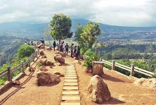 7-Wisata-Alam-Bandung-2.-Tebing-Keraton