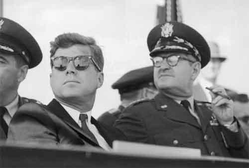 Belajar Mencapai Kesuksesan Hidup Melalui Kata-kata Bijak John F. Kennedy 08 - Finansialku