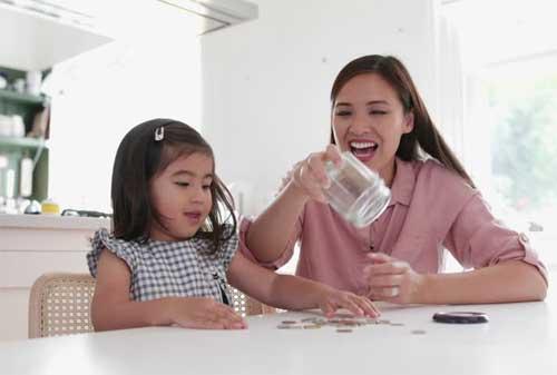 Praktikkan Sekarang Juga! 9 Cara Mudah Orangtua Mengajarkan Anak tentang Uang 01 - Finansialku