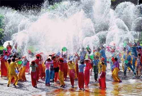 Punya Rencana Liburan ke Thailand 03 Songkran - Finansialku