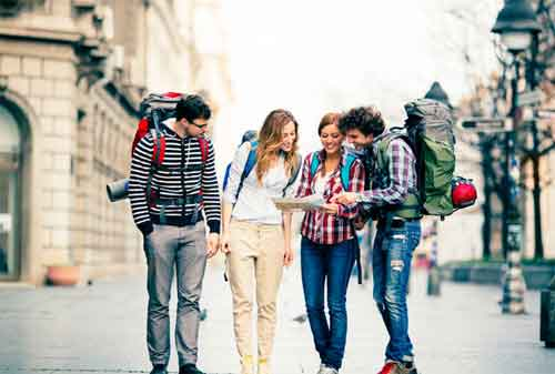 Seiring Berkembangnya Teknologi Informasi, Anak Milenial Punya Gaya Traveling Baru 02 - Finansialku