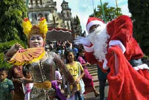 10 Tradisi Natal Unik Berbagai Daerah di Indonesia yang