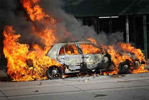 Waspada! Ternyata 10 Hal Inilah Yang Menyebabkan Mobil Terbakar 01 - Finansialku