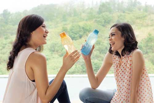 Kebiasaan Hemat Anak Kos Ini Bikin Kamu Punya Uang Jajan Lebih Banyak 03 Botol Minum - Finansialku