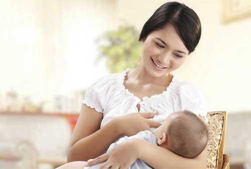 Lebih Murah Mana ASI Eksklusif Atau Susu Formula Untuk Bayi 01 Ibu Menyusui - Finansialku