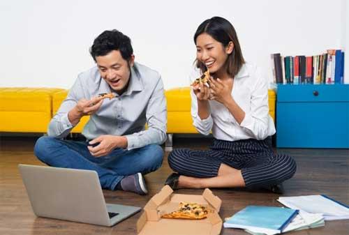 Mau Tahu 20 Ide Kencan Bersama Pasangan Agar Tidak Mengganggu Dana Pernikahan 03 Permainan - Finansialku