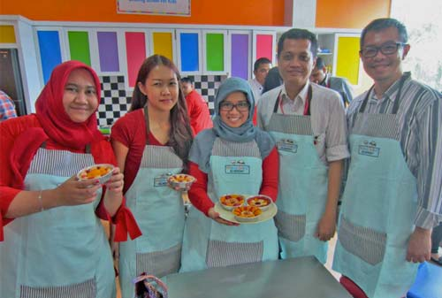 Waralaba-Young-Chef-Academy-Team-Building-Finansialku